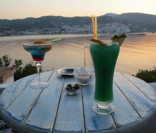 Karyatis Bar: early evening