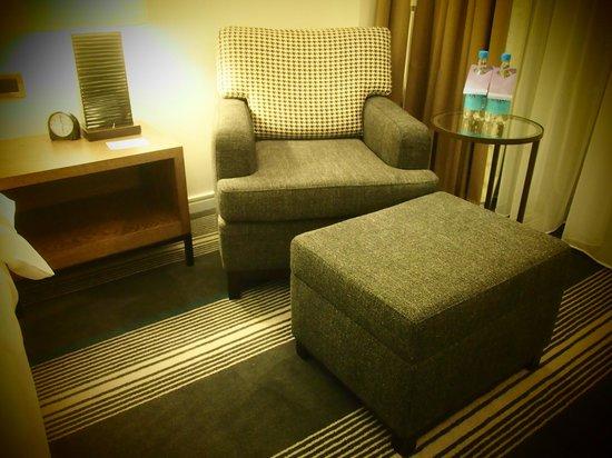 Hyatt Regency Birmingham: Comfortable armchair opposite to the large TV screen
