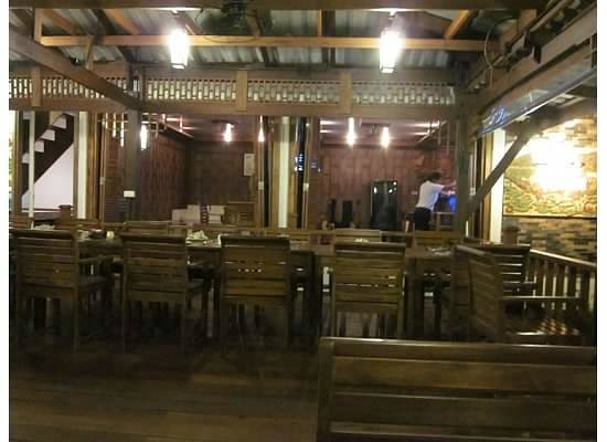 Bua Restaurant: Bar Area With Live Musician Set Up