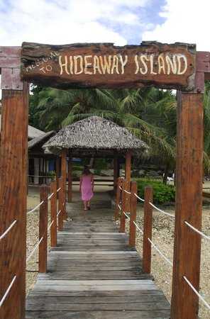 Hideaway Island Marine Reserve: The Entrance