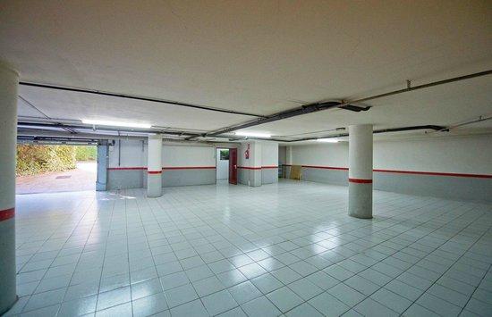 Hotel Borrell: garage