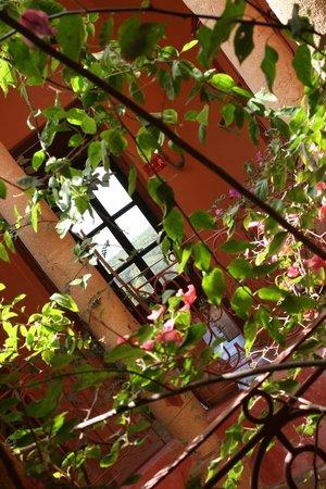 Riad Kaleido : ...au premier étage dans le patio...