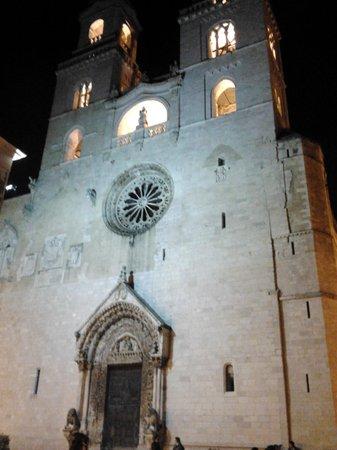 Vista frontale della Cattedrale di Altamura
