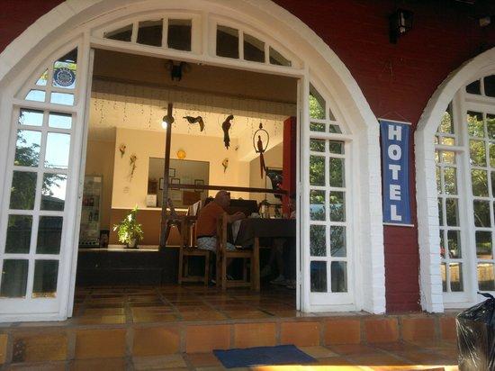 Hotel Iguazu Royal: la entrada del hotel