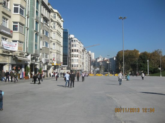 Istanbul Dora Hotel: Taxim Square....the centre of Istanbul...