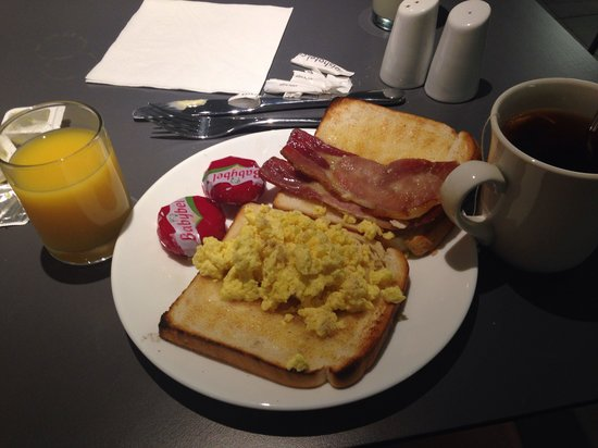 ibis Manchester Centre Princess Street Hotel: Breakfast in hotel, eggs were dry and bacon not edible.