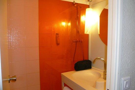Ibis Styles Paris Bercy: bathroom