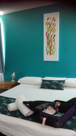 Whitsunday Terraces Resort: Bedroom. Large bed.