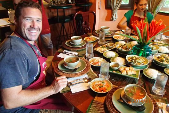 Pat's Thai Cooking School: Justin and our personal feast ate amongst  new friends