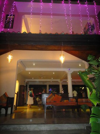 Kingfisher Hotel : The lobby, view from front