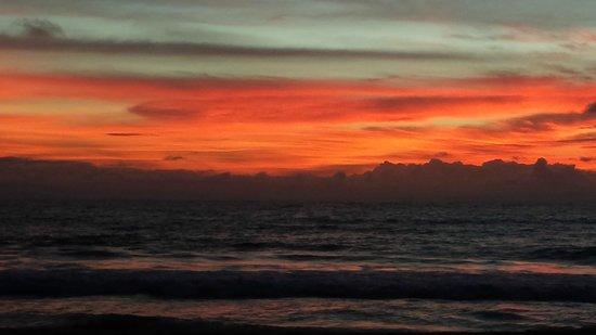 Awanhala Beach Restaurant: Sunset