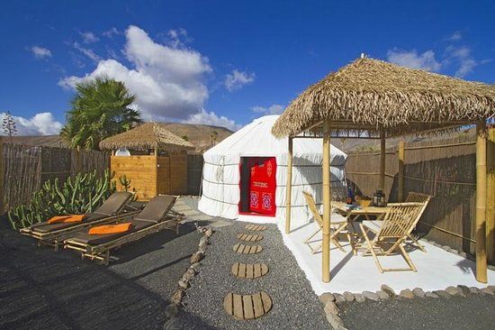 Finca de Arrieta: Palm yurt outdoor space