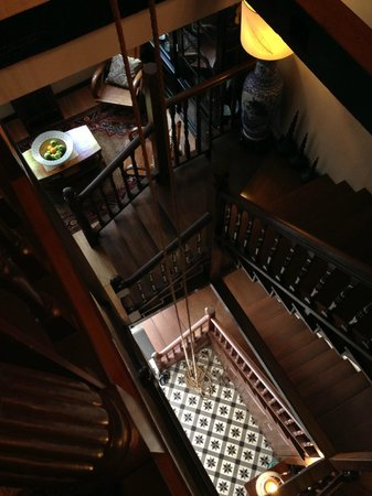 Campbell House: Beautiful wooden staircase