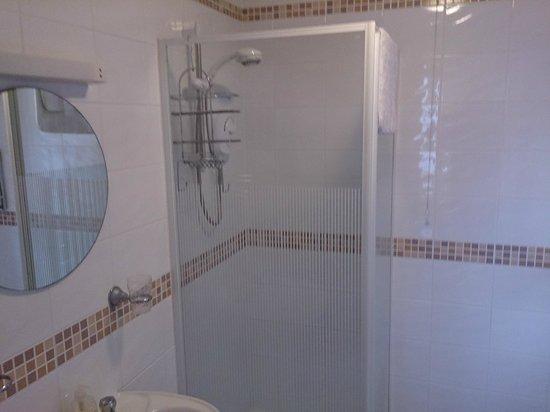 The Etherleigh : Room 4 Bathroom