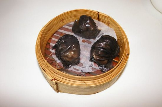 Tung Lok Signatures : Steamed Shrimp Dumplings with black truffle