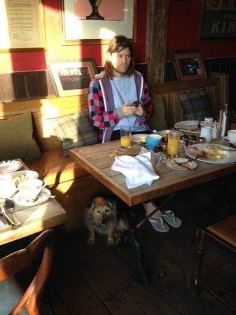 Bell Inn Ticehurst: Breakfast, little baby dog allowed!