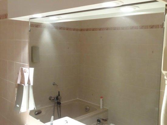 Le St Barnabe Hotel & Spa: Miroir terne