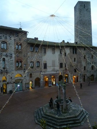 Piazza della Cisterna: early morning view of the Piazza