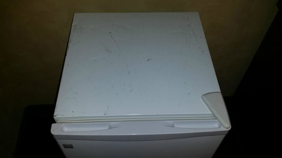 DoubleTree by Hilton Kansas City - Overland Park : Refrigerator - ugly, scratched, and dented