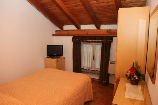 Mini Hotel Praiale: Camera s.