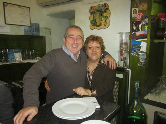 Trattoria Da Gianna: Con Tina dietro il banco ,dopo una serata allegra