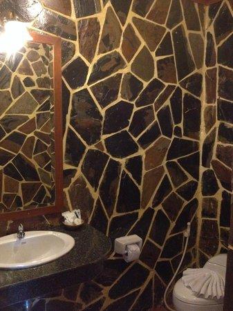 Tiger Restaurant & Hotel: Salle de bain