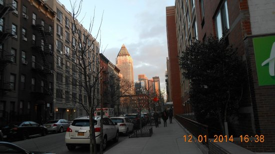 Holiday Inn Express Manhattan Midtown West: Blick vor dem Hotel Richtung Innenstadt