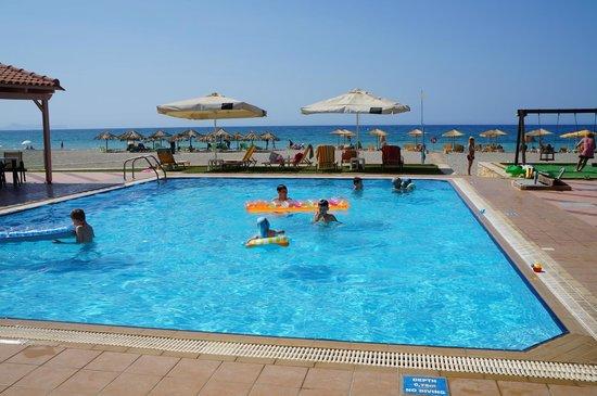 Galeana Mare Hotel Apartments : Бассейн у бара