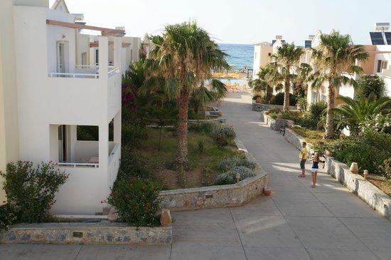 Galeana Mare Hotel Apartments : вид из номера над рецепшн