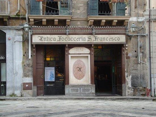 Antica Focacceria San Francesco: palazzo Cattolica - focacceria S. Francesco