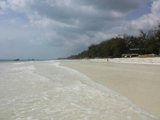 Diani Sea Lodge : obwohl Hochsaison, leerer Strand, keine lästigen Beach-Boys