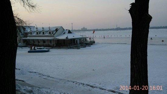 Stalin Park: Port Frozen