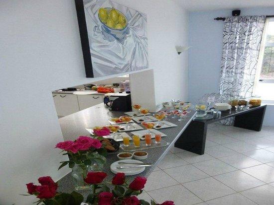 A Villa de Mer : Plenty to choose from at breakfast.