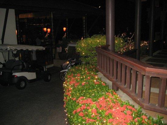 Diamond Cottage Resort & Spa: golfvognen der kører til værelserne