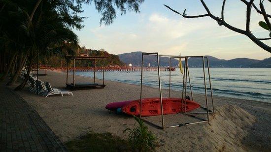 Thavorn Beach Village Resort & Spa: Пляж