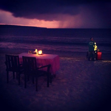 Bali Tour Agency-Day Tour: Jimberan Bay dinner