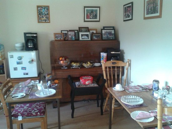 Deacy's Bed and Breakfast : Dinning