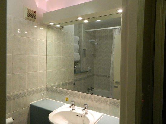 Essex Golf & Country Club: slle de bain chambre suite