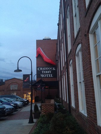 Craddock Terry Hotel : Outside shot on a cold January evening