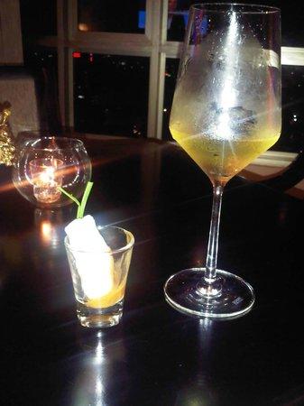 Sofitel Saigon Plaza: Cold nems my favorite appetizer at Lounge Club during Happy Hours