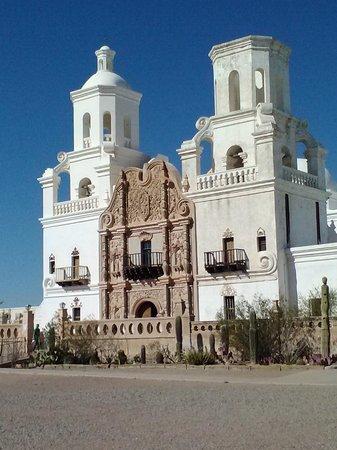 Mission San Xavier del Bac : The White Dove of the Desert
