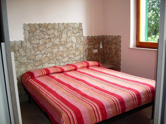 Residence le Ali del Conero: la camera da letto dell' appartamento maggiorana