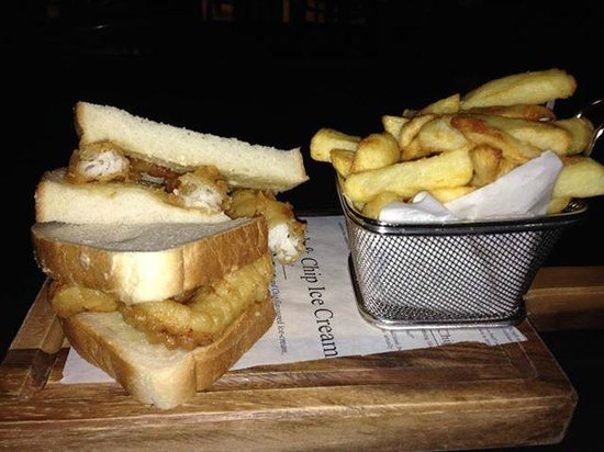 Cardiff Marriott Hotel: fish finger sandwich and chips