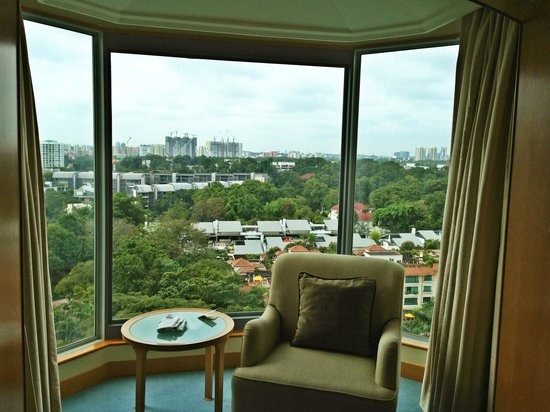 Shangri-La Hotel, Singapore: Enclosed balcony with city view