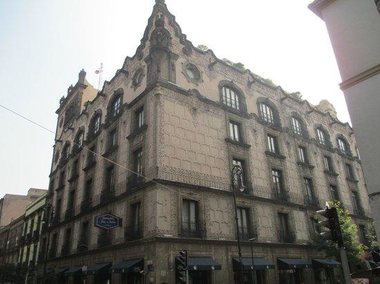 Hampton Inn & Suites Mexico City - Centro Historico : Hotel facade
