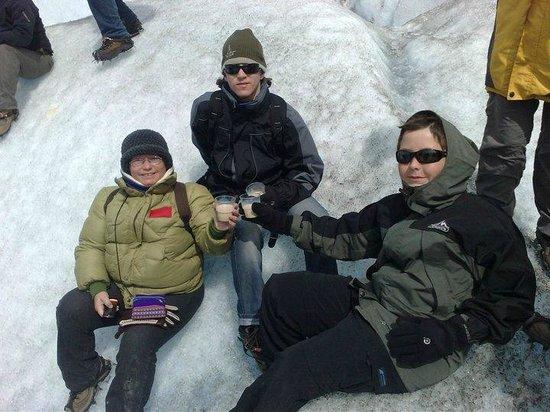 Condor de los Andes: Trekkking en Glaciar Viedma - chin chin con Bailey´s