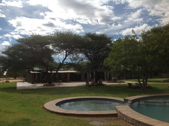 Otjiwa Safari Lodge: Pool area