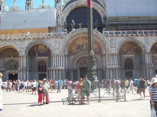 Basilica di San Marco: Con mi Familia en la Plaza San Marcos