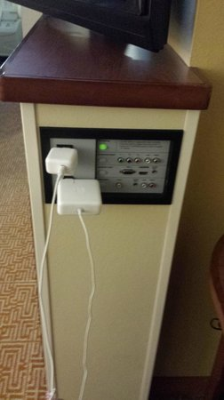 Hyatt Place San Antonio Airport/Quarry Market: This is handy by the desk.. I could hdmi netflix from my computer to the tv.. charging is access
