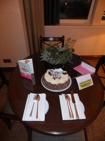 Royal Lancaster London: Birthday cake an card courtesy of the Lancaster